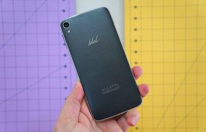 Alcatel One Touch Idol 3 vista trasera