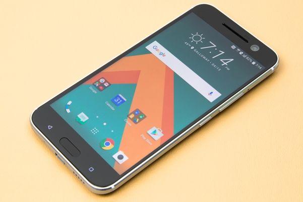 HTC 10 junto al Samsung Galaxy S7