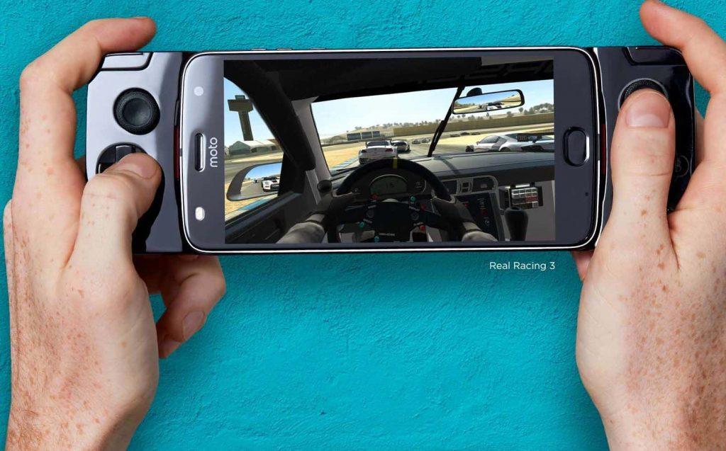 presenta su Moto Mod Gamepad para el Moto Z2