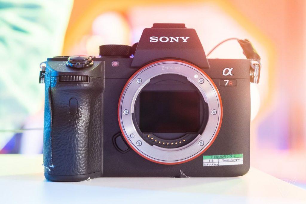 cámara profesional Sony A7R III con 42 MP